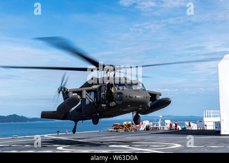A UH-60 Blackhawk assigned to the 1st Battalion 228th Aviation Regiment completes a bounce off the U.S. Naval Ship Comfort during deck landing qualifications July 26, 2019, off the coast of Punta Arenas Costa Rica. U.S. Army Helicopter pilots and crew members of Joint Task Force –Bravo completed qualifications July 18-26 to support an upcoming mission, off the coast of Punta Arenas, Costa Rica. (U.S. Air Force photo by Staff Sgt. Eric Summers Jr.) - Stock Photo