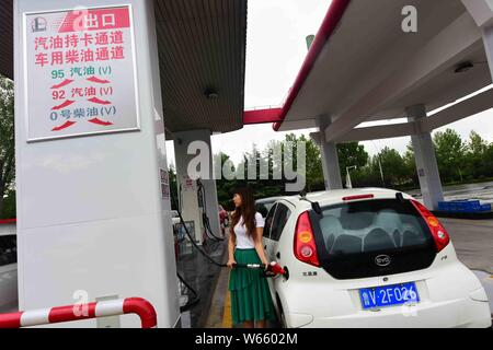 --FILE--Vehicles are being refueled at a gas station of China Petroleum and Chemical Corporation (Sinopec) in Qingzhou city, east China's Shandong pro - Stock Photo