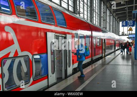 Regionalbahn, Bahnhof Zoologischer Garten, Charlottenburg, Berlin, Deutschland - Stock Photo