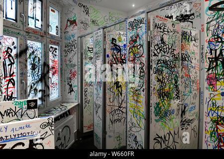 Toilette, Urban Nation Streetartmuseum, Buelowstrasse, Schoeneberg, Berlin, Deutschland, Bülowstrasse - Stock Photo