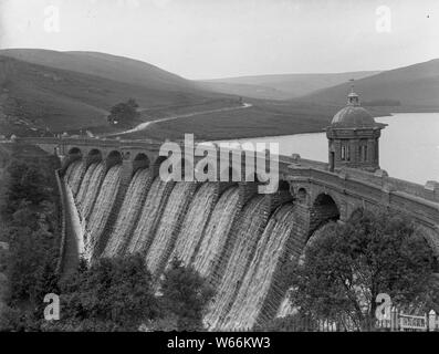 Staudamm Craig Goch Wales / Craig Goch Dam Elan Valley - Stock Photo