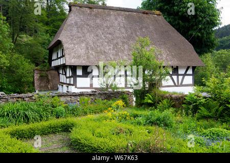 Deutschland, Nordrhein-Westfalen, Oberbergischer Kreis, Marienheide, Museum Haus Dahl, auch Haus Schenk genannt, erbaut 1586 - Stock Photo