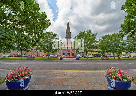 FOCHABERS MORAY SCOTLAND THE SQUARE WITH SPIRE AND CLOCK OF BELLIE PARISH CHURCH - Stock Photo