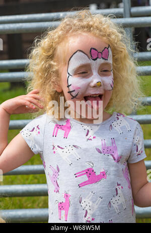 Brockenhurst, Hampshire, UK. 31st July 2019. Thousands flock to the second day of the New Forest & Hampshire County Show. Four year old twins Rose and Robyn take a break to enjoy an ice cream. Credit: Carolyn Jenkins/Alamy Live News - Stock Photo