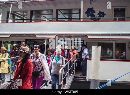 MV Jungfrau on Lake Brienz dropping passengers off at Giessbach falls - Stock Photo