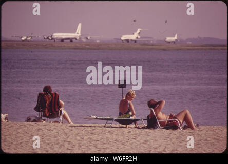 CONSTITUTION BEACH--WITHIN SIGHT AND SOUND OF LOGAN AIRPORT'S TAKEOFF RUNWAY. 22R - Stock Photo