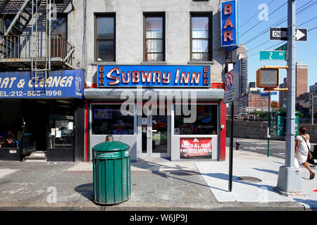 Subway Inn, 1140 2nd Avenue, New York, NY. exterior storefront of a bar in the Upper East Side neighborhood of Manhattan. - Stock Photo