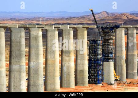 Chinese workers construct piers for the Ha'e (Hami-Ejina) Railway in Mazongshan town, Subei Mongol Autonomous County, Jiuquan city, northwest China's - Stock Photo