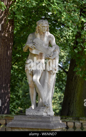 01 August 2019, Brandenburg, Wiepersdorf: A sandstone figure in the park of Wiepersdorf Castle. Since 01.08.2019 the castle has been under the sponsorship of the state of Brandenburg. The German Foundation for Monument Conservation has handed over the land and the buildings including the inventory of Wiepersdorf Castle to the newly founded Cultural Foundation. The state provides around 720,000 euros annually for the operation. According to the information provided, the reopening of the house and the arrival of the first scholarship holders in 2020 will be prepared. Photo: Patrick Pleul/dpa-Zen - Stock Photo