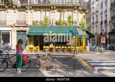 Paris street scene - scene on Rue des Archives in the Marais district, 4th arrondissement of Paris, France, Europe. - Stock Photo