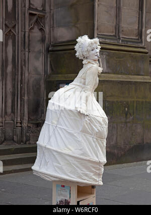 Royal Mile, Edinburgh, Scotland. 2nd August 2019. Opening Friday of Edinburgh Fringe Festival, street statue. - Stock Photo