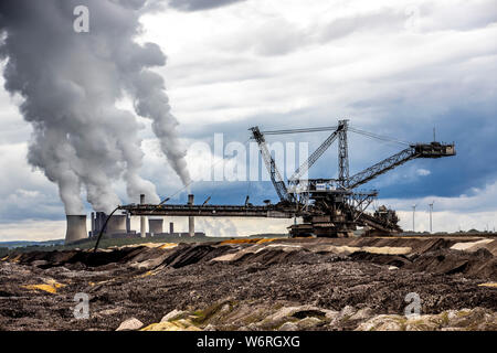RWE Power Weisweiler lignite-fired power plant near Eschweiler, at the Inden lignite opencast mine, large lignite-fired power plant with 4 units and t - Stock Photo