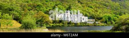 Kylemore Abbey, a Benedictine monastery founded on the grounds of Kylemore Castle, in Connemara. Famous tourist attraction in County Galway, Ireland. - Stock Photo