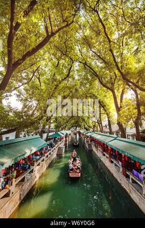 Ancient water canals in Tongli, Suzhou China. - Stock Photo