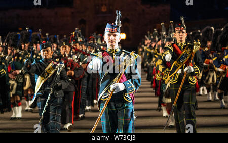 the 2019 Royal Edinburgh Military Tattoo, performed on the esplanade at Edinburgh Castle. The massed pipes and drums - Stock Photo