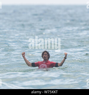 Orange County, USA. 4th Aug, 2019. Brazail's Yago Dora celebrates after the men's final of Vans US Open of Surfing at Huntington Beach, California, the United States, on Aug. 4, 2019. Credit: Qian Weizhong/Xinhua/Alamy Live News - Stock Photo