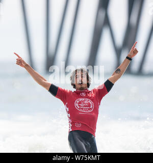 Orange County, USA. 4th Aug, 2019. Brazail's Yago Dora celebrates after the men's final of Vans US Open of Surfing at Huntington Beach, California, the United States, Aug. 4, 2019. Credit: Qian Weizhong/Xinhua/Alamy Live News - Stock Photo