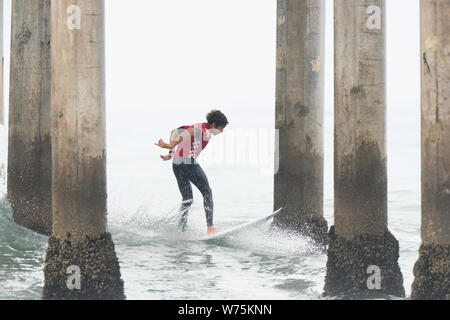 Orange County, USA. 4th Aug, 2019. Brazail's Yago Dora competes during the men's final of Vans US Open of Surfing at Huntington Beach, California, the United States, Aug. 4, 2019. Credit: Qian Weizhong/Xinhua/Alamy Live News - Stock Photo