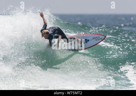Orange County, USA. 4th Aug, 2019. Sage Erickson of the United States competes during the women's final of Vans US Open of Surfing at Huntington Beach, California, the United States, on Aug. 4, 2019. Credit: Qian Weizhong/Xinhua/Alamy Live News - Stock Photo