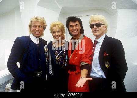 Siegfried (l) and Roy (2nd from right) with Heino (r) and Hannelore on 9 June 1987 at the theme park Phantasialand in Brühl. Siegfried and Roy gave two of his rare white tigers to the amusement park. | usage worldwide - Stock Photo