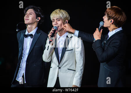 South Korean singer-songwriter Kim Jong-hyun, center, better known as Jonghyun, and other members of South Korean boy group SHINee interact with fans - Stock Photo