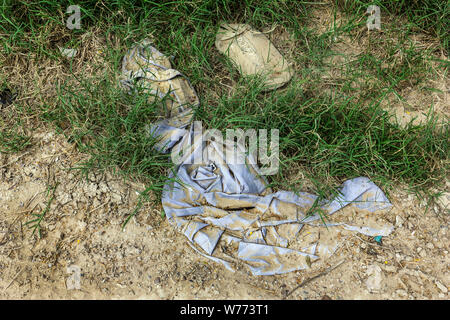 Items left behind by migrants crossing the Rio Grande river from Mexico into America. Roman, Texas, USA - Stock Photo