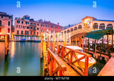 Venite, Italy - Night image with Ponte di Rialto, oldest bridge spanning the Grand Canal, Venezia. - Stock Photo