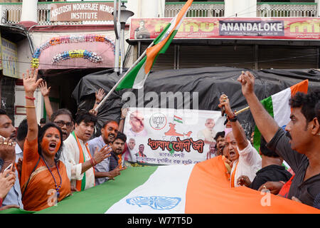 Kolkata, India. 05th Aug, 2019. Bharatiya Janta Party or BJP activists celebrate the Union Government moves to revoke Article 370 which give special status to Jammu and Kashmir. Credit: Saikat Paul/Pacific Press/Alamy Live News - Stock Photo