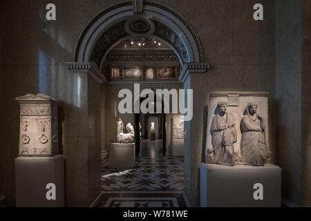 Collection of Greek and Roman Antiquities exhibits, Kunsthistorisches Museum (Museum of Art History), Vienna, Austria - Stock Photo