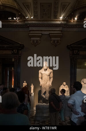 Tour group viewing Collection of Greek and Roman Antiquities exhibits, Kunsthistorisches Museum (Museum of Art History), Vienna, Austria - Stock Photo