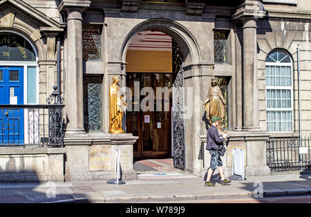 the entrance to the Carmelite  Church of Our Lady of Mount Carmel. in Whitefriar Street, which houses the Shrine of St. Valentine. - Stock Photo