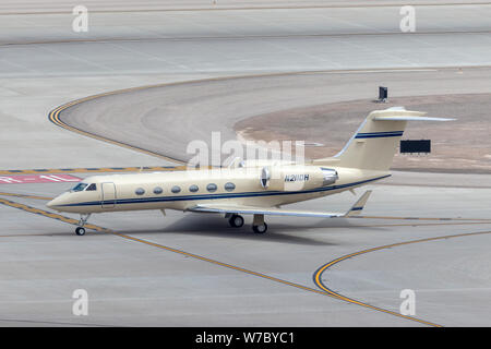Gulfstream G-IV luxury business jet N211DH at McCarran International Airport Las Vegas. - Stock Photo
