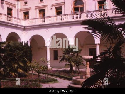Tsars Winter Palace, Yalta, 20th century. Artist: CM Dixon. - Stock Photo