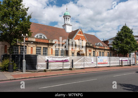Battle Library on Oxford Road in reading, UK closed and fenced off for maintenance and refurbishment works, - Stock Photo