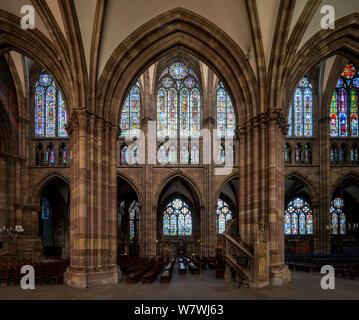 Straßburger Münster, Cathédrale Notre-Dame de Strasbourg, Blick aus dem nördlichen Seitenschiff - Stock Photo