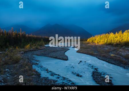 Quill Creek with the Auriol Range, St Elias Mountains, Kluane National Park, Yukon Territories, Canada, September 2013. - Stock Photo