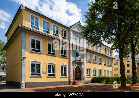 D-Oberhausen, Ruhr area, Lower Rhine, Rhineland, North Rhine-Westphalia, NRW, D-Oberhausen-Styrum, school building, Luise School, basic education - Stock Photo