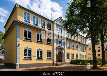 D-Oberhausen, Ruhr area, Lower Rhine, Rhineland, North Rhine-Westphalia, NRW, D-Oberhausen-Styrum, school building, Luise School, basic education - Stock Photo