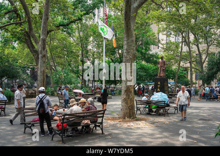 Columbus Park, view in summer of Columbus Park - a community greenspace in Chinatown, downtown Manhattan, New York City, USA - Stock Photo