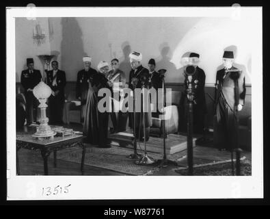 'Coronation' of King Abdullah in Amman. Sheik handing King Abdullah proclamation of the crowning - Stock Photo