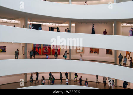 Guggenheim Museum at 1071 Fifth Avenue on the corner of East 89th Street in Manhattan, New York, U.S.A. - Stock Photo
