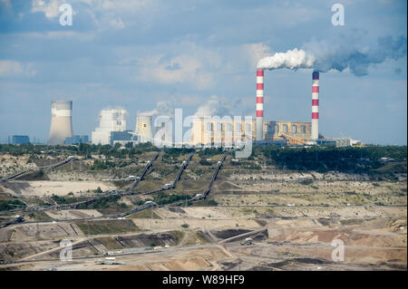 Belchatow Coal Mine and Belchatow Power Station in Belchatow, Poland. September 15th 2011 © Wojciech Strozyk / Alamy Stock Photo - Stock Photo