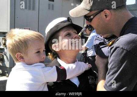 Navy Petty Officer 1st Class Nikki Krein greets her family as she returns to San Diego, Calif., on Feb. 24, 2006, from a five-month deployment aboard the USS Pinckney (DDG 91).  Krein is a Navy yeoman onboard the Arliegh Burke class destroyer. - Stock Photo