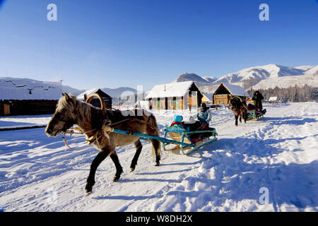 View of a horse-drawn sledges near the Kanas Lake in the snow in Altay Prefecture, southwest China's Xinjiang Autonomous Region, 28 December 2008. - Stock Photo