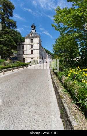 Brantome en Perigord, France. Picturesque view of the Boulevard Charlemagne, with Brantome Mairie and the Abbey of Brantome in the background. - Stock Photo