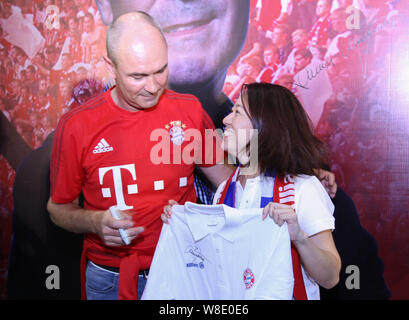 Former German soccer star Raimond Aumann, left, poses with a Chinese fan during a fan meeting event in Guangzhou city, south China's Guangdong provinc - Stock Photo