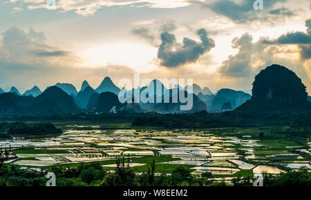 --FILE--Landscape of rice paddies surrounded by karst hills in Putao town, Yangshuo county, Guilin city, south China's Guangxi Zhuang Autonomous Regio - Stock Photo