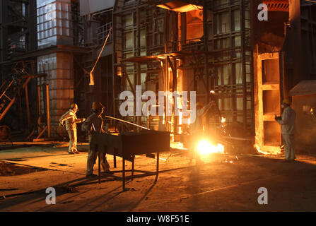--FILE--Chinese workers survey the production of steel at a steel plant in Huaian city, east China's Jiangsu province, 27 July 2013.   Steel demand in