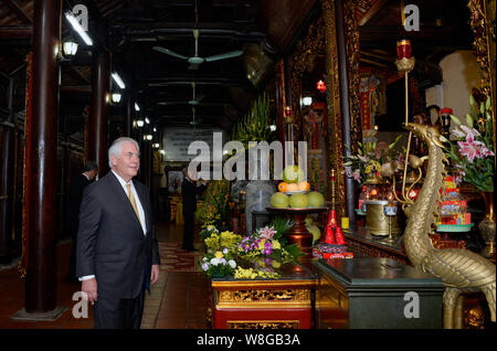 U.S. Secretary of State Rex Tillerson visits Tran Quoc pagoda, the oldest Buddhist temple in Hanoi, on November 11, 2017. - Stock Photo