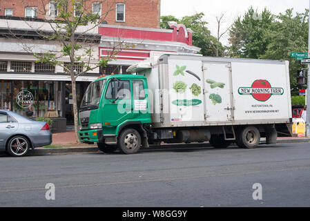 Tuscarora Organic Growers (TOG) leases a truck from New Morning Farm to delivers produce to Each Peach Market in the Washington, D.C. metropolitan are - Stock Photo